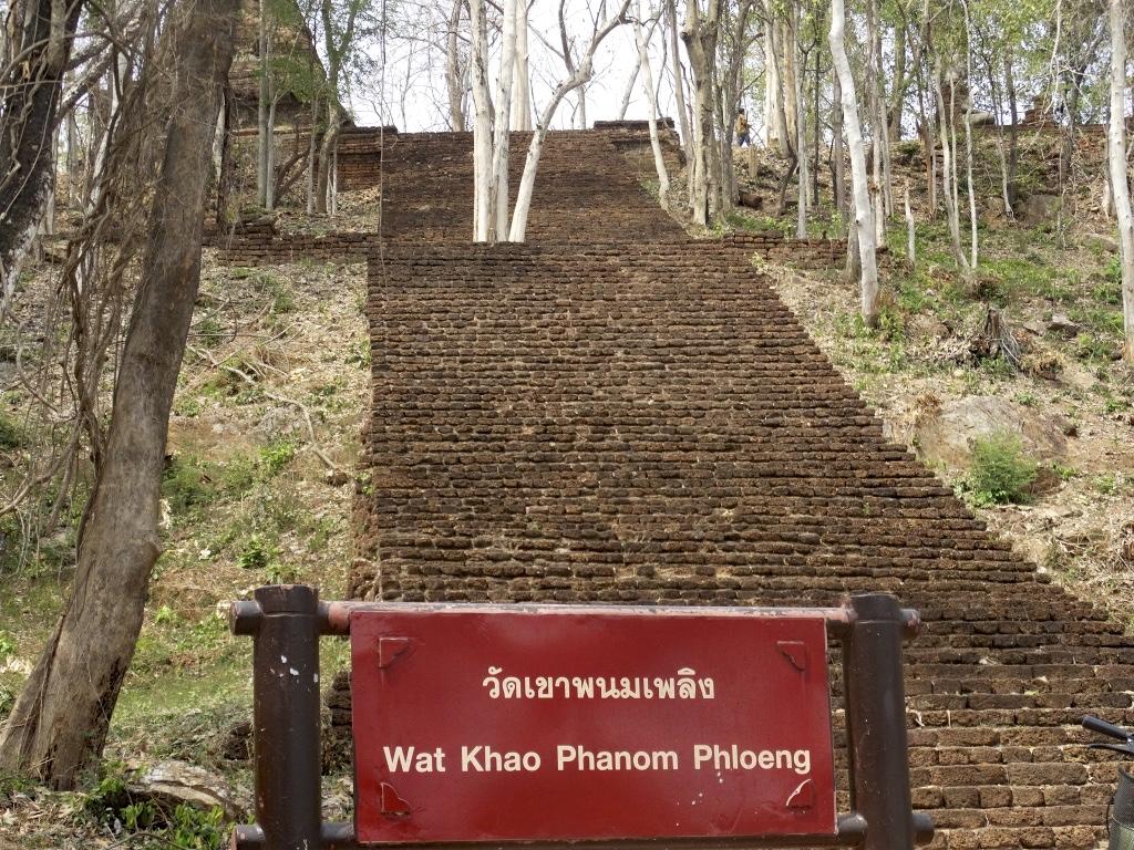 Wat Khao Phanom Phloeng at sukhothai historical park